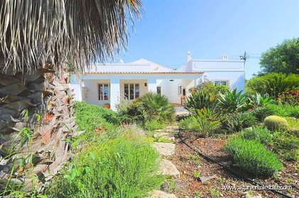Villa with 4 bedrooms and land near Loulé