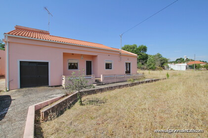 Traditional villa with 4 bedrooms inserted in a plot of 5381 m2 in Salir