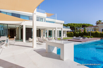 Contemporary four bedroom villa with sea view in Vale do Lobo - 17