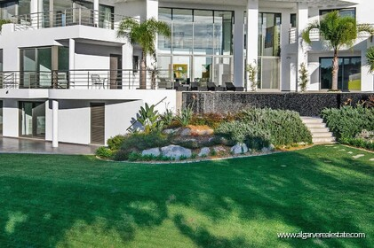 Contemporary villa with 6 bedrooms and vista golf - 16187