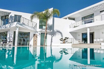 Contemporary villa with 6 bedrooms and vista golf - 16200