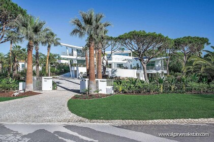 Contemporary villa with 6 bedrooms and vista golf - 16188