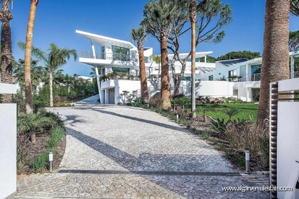 Contemporary villa with 6 bedrooms and vista golf - 16190