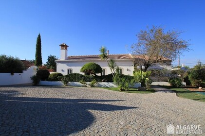 Four bedroom villa with pool in S. Brás de Alportel