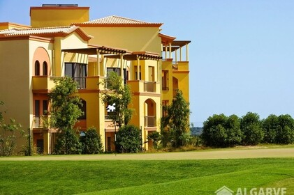 Apartments 2 bedrooms luxury condo overlooking the golf courses