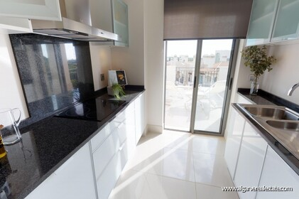 Luxury penthouse with 3 bedrooms and sea view - 9