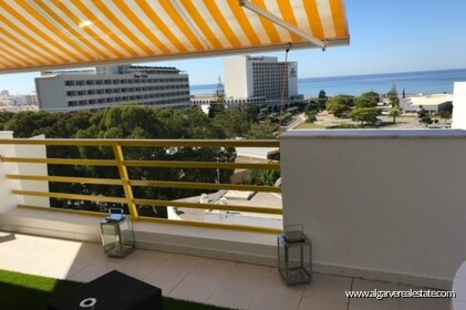 Three bedroom penthouse in the center of Vilamoura with sea view