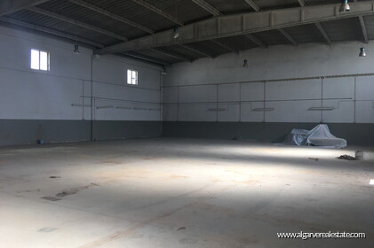 Warehouse located in the Industrial zone of Vilamoura