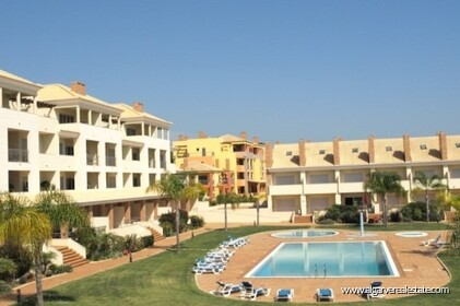 Semi-detached villa with 2 bedrooms + 1 condominium with swimming pool  - 13