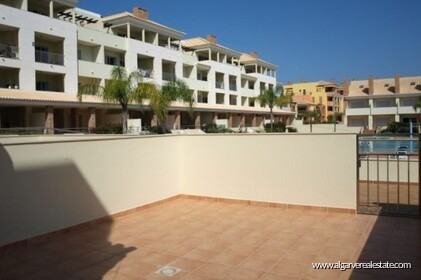 Semi-detached villa with 2 bedrooms + 1 condominium with swimming pool  - 14