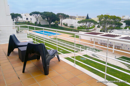Semi-detached house with 3 bedrooms in condominium with swimming pool