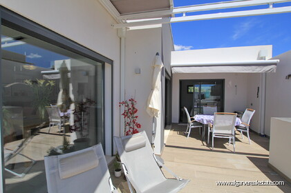 Modern 3 bedroom villa with pool - 10