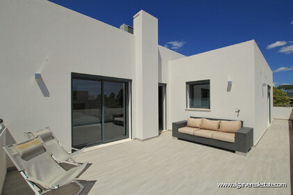 Modern 3 bedroom villa with pool - 15