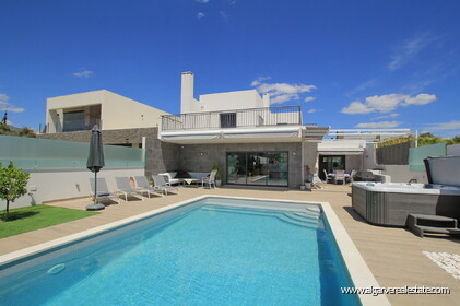 Modern 3 bedroom villa with pool - 22