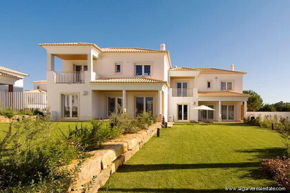 Luxury homes, V4, in a private condominium in Vilamoura