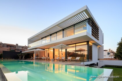 Villa V4 for sale in Vilamoura • ref 141485