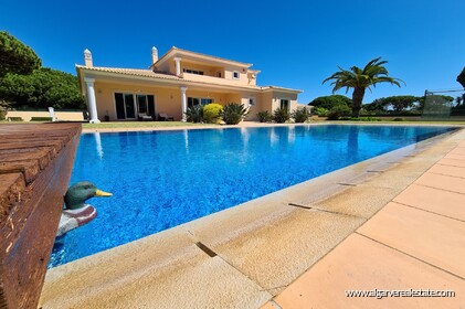 Villa with 4 bedrooms and swimming pool located 1 km from trafal beach