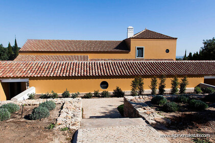 Charming farm villa with 6 bedrooms and sea view - 28