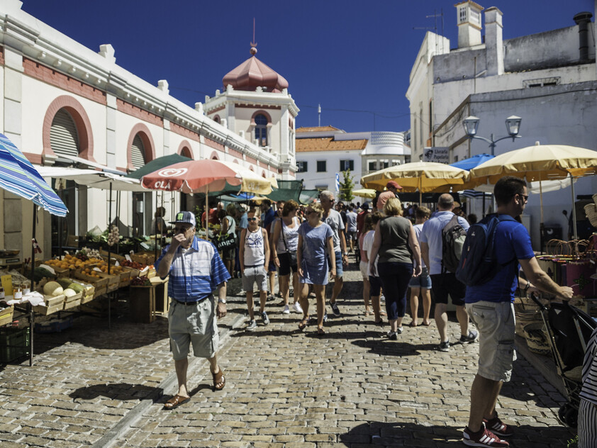 tourists in Loulé
