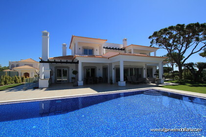 5 bedroom villa with pool