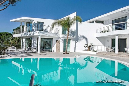 Contemporary villa with 6 bedrooms and vista golf